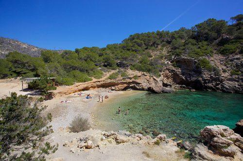 Rustig strand Cala Oliveira