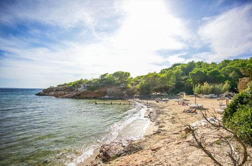 rustig strand iviza s estanyol